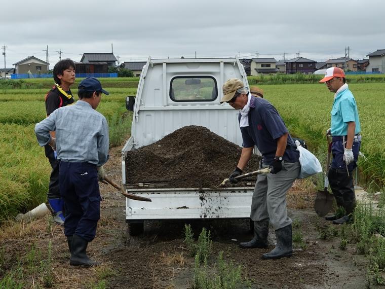 砂利敷き作業5